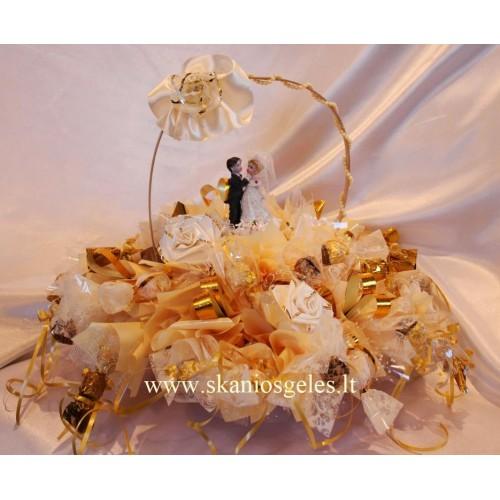 Vestuvių Harmonija - saldainių pukštė krepšelyje Skanios gėlės