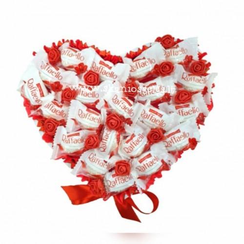 Meilės širdis 3 - puokštė iš saldainių