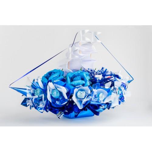 Mėlynas laivas - puokštė iš saldainių