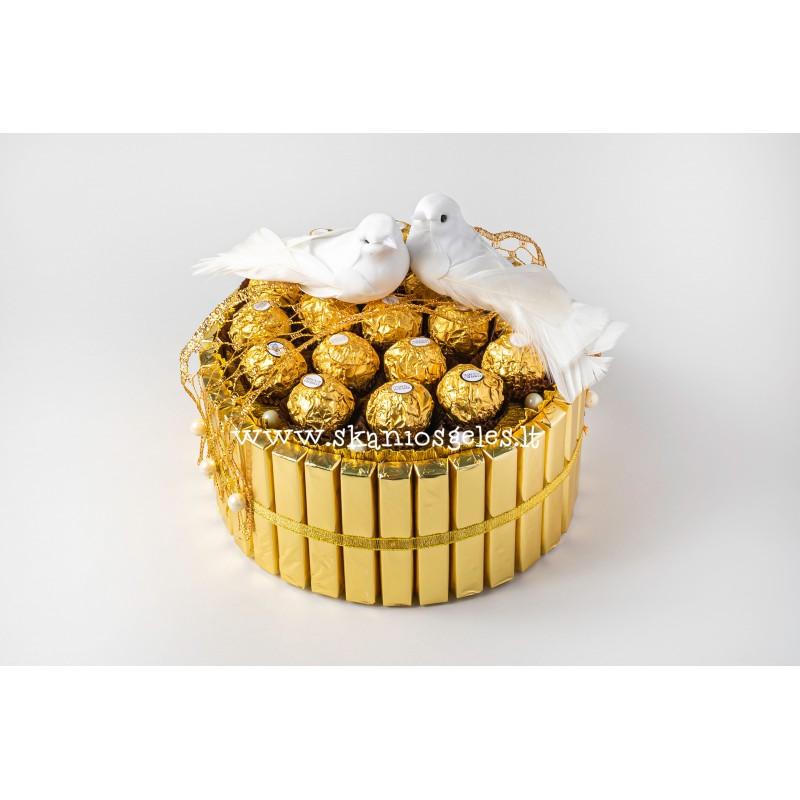 Gražiausios vestuvės - tortas iš saldainių